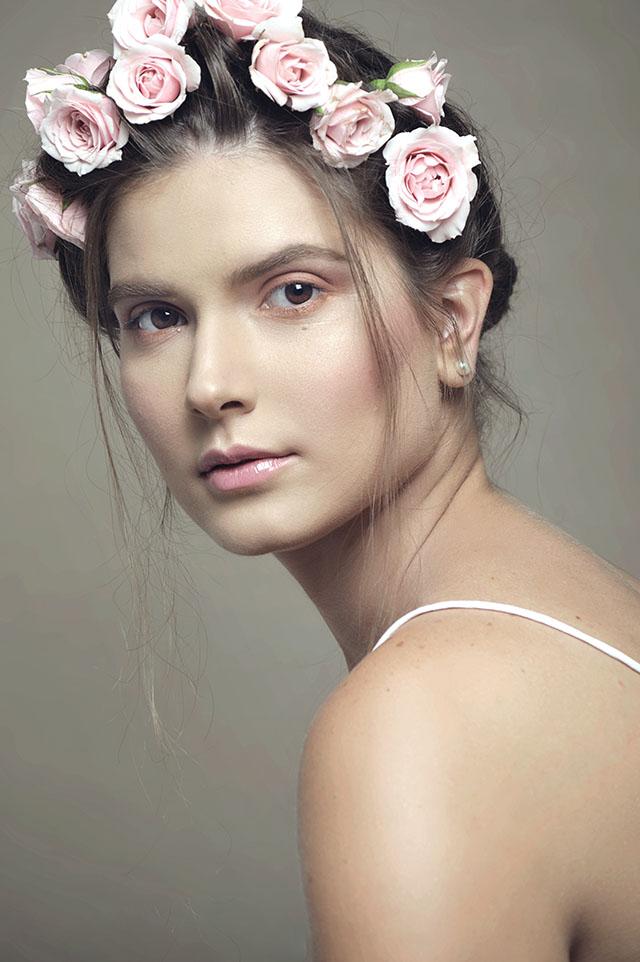 Maquillaje y peinado a list looks revista cosas ecuador for Modelos guayaquil